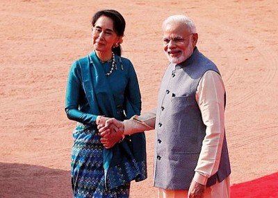 印度媒体称印度总理莫迪将于下月到缅甸访问,图为昂山素姬去年到印度进行国事访问。