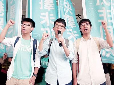 从左起,亚洲城手机网页版登陆、罗冠聪及周永康。