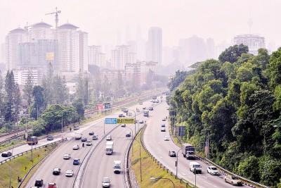 虽然吉隆坡一带的景色有点朦胧,看似烟霾有重临迹象,但周三国内各地的空气污染指数都处于40点以下的良好水平。