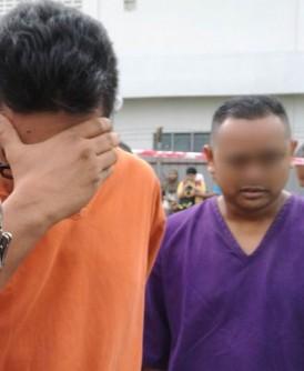 2名嫌犯被押上法庭时,1人用手遮脸及另1人坦然面对摄影镜头。