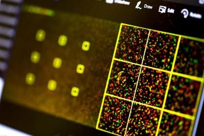 """当电脑控制的DNA测序仪读取数据时,便成功""""全权控制""""那台电脑。"""