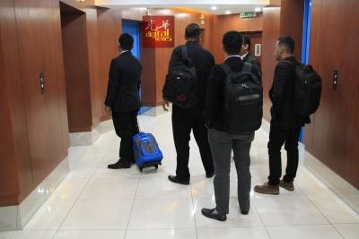 5名布城官员在进行了约1小时30分问话后离开。