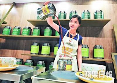 薛美宁以不足两年冲奶茶经验,赢得国际金茶王殊荣。