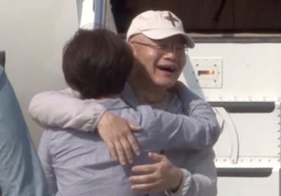 加拿大牧师林贤洙周六回到抵老家多伦多机场时,同久别重逢的女人深情相拥。