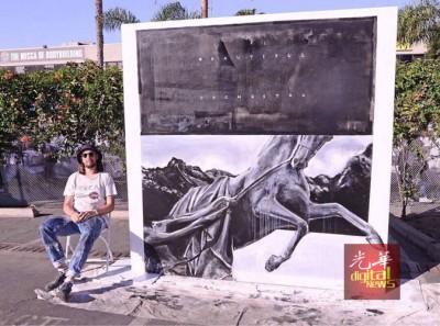 瑞奇李擅长画马,这次在乔治市也是用马作为主题。(档案照)