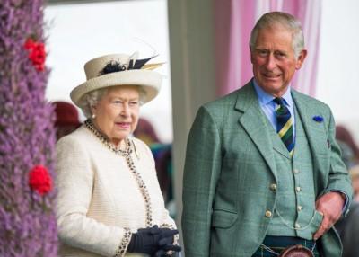 传英女王(左)未有准备让查理斯(右)摄政。