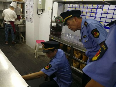 杨浦区市场监管局要求该餐厅立即停业整顿,彻底清除鼠患。