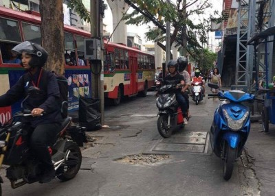 曼谷也整社会秩序,勉励群众举报不良表现,席卷以旅客路骑摩托车。
