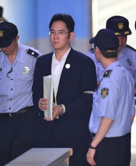 李在镕(中)行贿案周五宣判。(法新社照片)