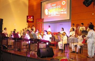 吉中潮州会馆大锣鼓演奏《春满渔港》,得到好评。