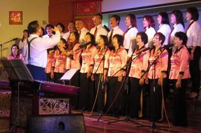 吉中潮州会馆歌唱班带来《发生潮水的地方就发生潮汕人口》。