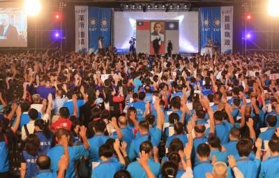 吴敦义率逾2000称新任党代表宣誓就职。