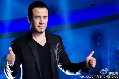 杨坤最近知名度大起来,通到广大音乐节目的邀约。