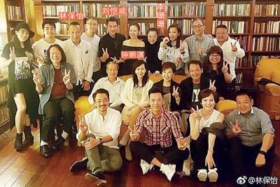 港剧《鉴证实录》20周年聚会,众演员齐聚一堂。