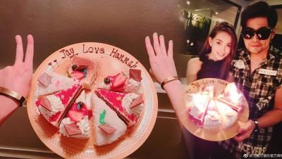 周杰伦啊家里庆生,蛋糕盒上啊不在乎示爱。