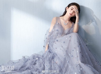 赵丽颖除了演员本业外,之前也当综艺节目的固定来宾,生活非常忙碌。