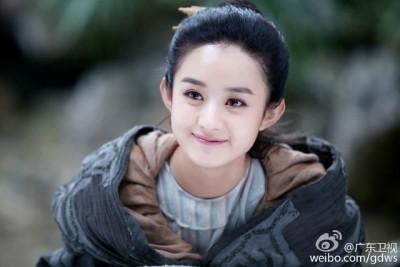 赵丽颖凭《花千骨》窜升成人气女星。