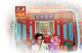 张吉安向柔佛掌中班戏班学习。