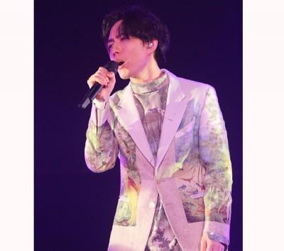 """林宥嘉笑指演唱会选在9月9天,要使""""歌唱久久""""。"""