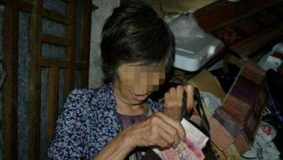王妇偷走老翁的钱。