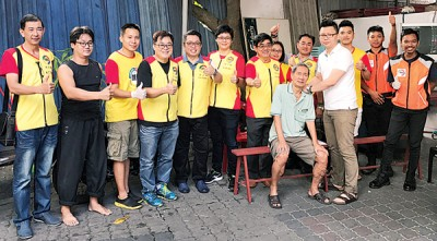 左4起严汶隆、孙志明、郑荇鎇及林武灿出席义诊活动。