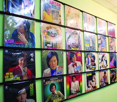 资料馆内展示李逸的黑胶唱片,绝大多数是属于黄福兴的私藏品。