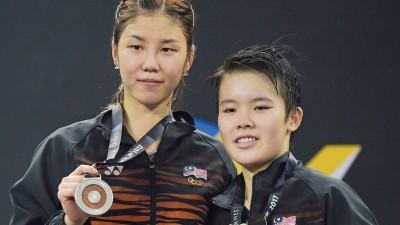 吴堇溦和谢抒芽(左)以吉隆坡东运会挽救国羽颜面,承包女单冠亚军。