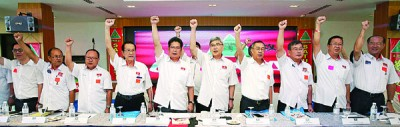 霹雳州民政党2017年代表大会周日召开,右4由吗郑可扬、马袖强和苏家斌。