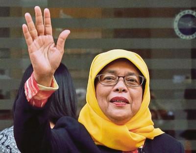 新加坡前国会议长哈莉玛(Halimah Yacob)以变成新加坡史上首个女总统。