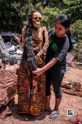 推拉雅人相信,要是先人死后愈久还会保障仪式进行,又会彰显往生者在家门与社会上的身份。翻译自claudiosieberphotography.com