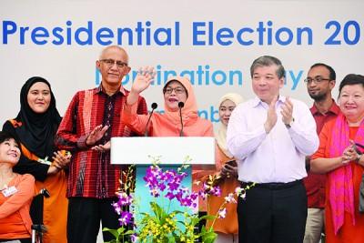 总选举官宣布哈莉玛(中)在没有对手的情况下自动当选。(法新社照片)