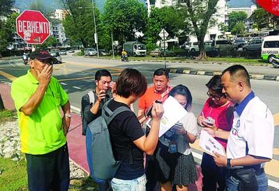 社警队在发林新市镇巴刹前召开记者会,呼吁市政厅在该区安装沟渠盖或围栏。