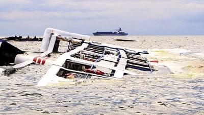 船只疑因超载在尼日利亚西北翻沉。
