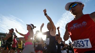 2017京马拉松赛在京天安门广场开走。