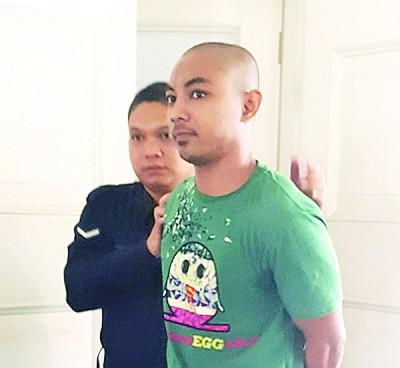 被告阿哈曼阿斯拉菲闻讯后被押出法庭。
