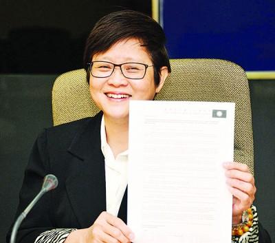 周美芬于杨美盈来律师信,渴求以48时外道歉和撤下有关诬蔑她的视频。