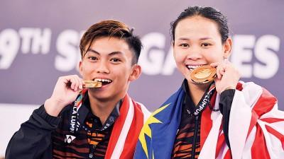 盖布里艾尔(左)上月与潘德蕾拉搭档拿下东运混合赛金牌。