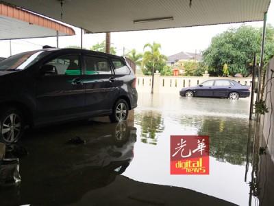 陈宗兴住家也面对入水情况。(照片由陈宗兴提供)