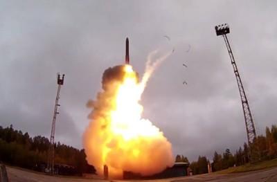 俄军导弹发射升空。