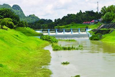 直至周日午后1常,蒂玛于苏水坝的水位上升到29.79米的惊险水平。