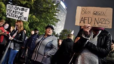 大批示威者涌往抗议另类选择党。(法新社照片)