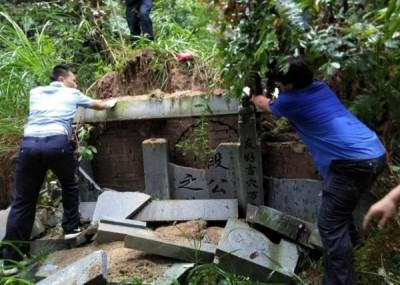 锡山森林公园内活人墓被拆。