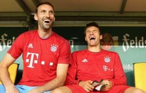 36岁的门将施塔克(左)上赛季已经退役。