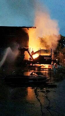 双溪大年巴甲亚兰木业工厂宿舍发生火患。