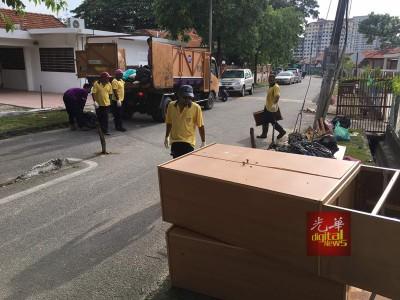 市厅在灾后于槟岛清理达85吨垃圾量。