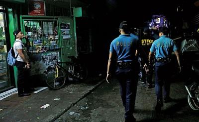 由于涉及太多执法争议,马尼拉地区卡罗肯市警区所有警察都将被解除职务。