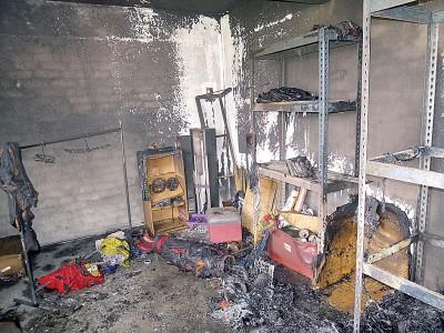 米都刘关张赵古城会会所后面出租仓库失火,烧毁所有收藏的体育用具。