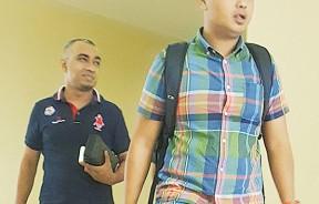 两被告莫哈曼哈兹与阿都慕海敏闻讯后步出法庭。