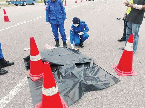 北海前往大桥收费站前发生死亡车祸,摩托车骑士当场丧命。