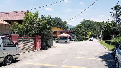 霹雳律麦隆路约有超过50间住家,当地面对水患问题已多年。